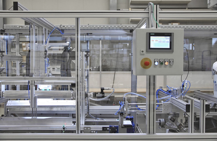 Einblick auf den Produktionsprozess in der Fertigungsanlage