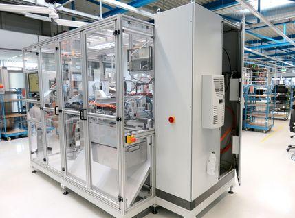 Montageanlage für die Steckerproduktion von WeLe