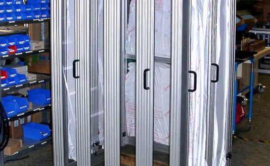 Falttür-Einhausung in der Montage