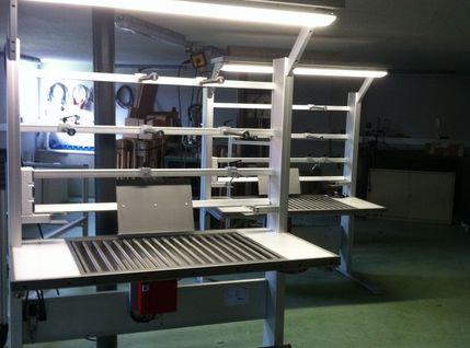 Kontrolltisch mit LED Arbeitsplatzbeleuchtung