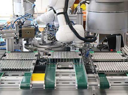 Montagezelle für die Montage von 2 Typen Betätiger-Einsätze für Magnetventile