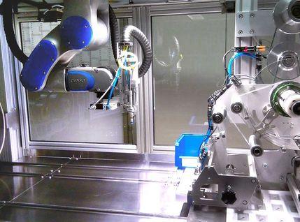 Roboterzelle zum schneiden von Rollenwaren