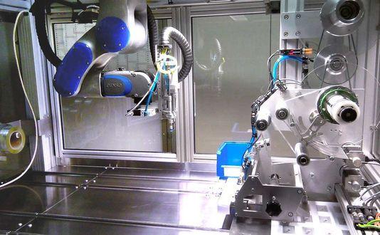 Roboterzelle mit Ultraschall-Sonotrode
