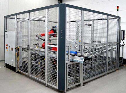 Montagezelle für Bohrer mit Roboterarm und Schutzumhausung