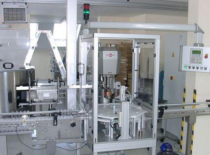 Montageautomat für Deodorant-Flaschen