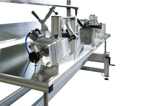 Tisch zur Vormontage der Pendelstütze