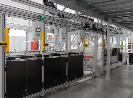 Halbautomatische Montageanlage