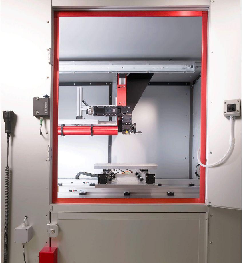 Laserkabine mit Schutzeinrichtung