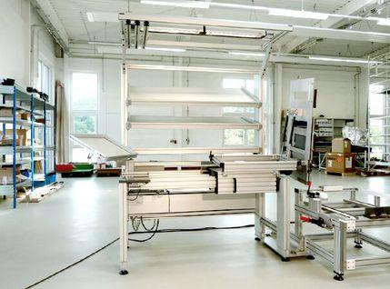 Montagetisch zur Türmontage in der Medizintechnik