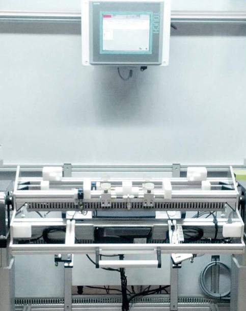 Werkerführung der Montagevorrichtung für Kühlerschutzgitter
