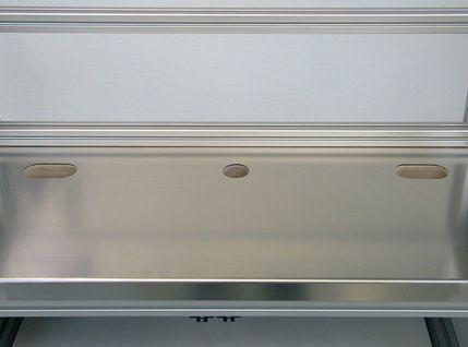 Prüfplatz als Basistisch mit großer Ablagefläche für Gewinde