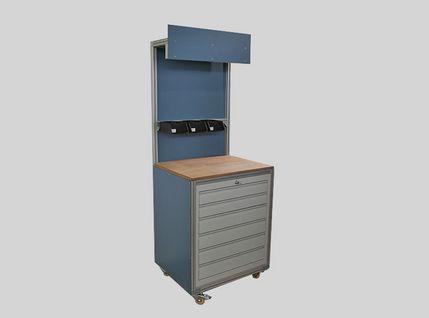 Fahrbarer Messtisch mit Schubladenschrank