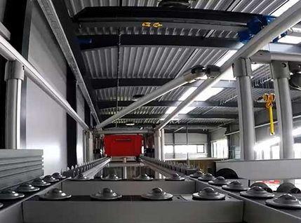Karakuri-Automationslösung im Zusammenspiel mit fahrerlosem Transportsystem