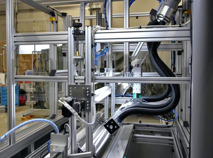 Fertigungsanlage mit automatischer Füllstandsüberwachung